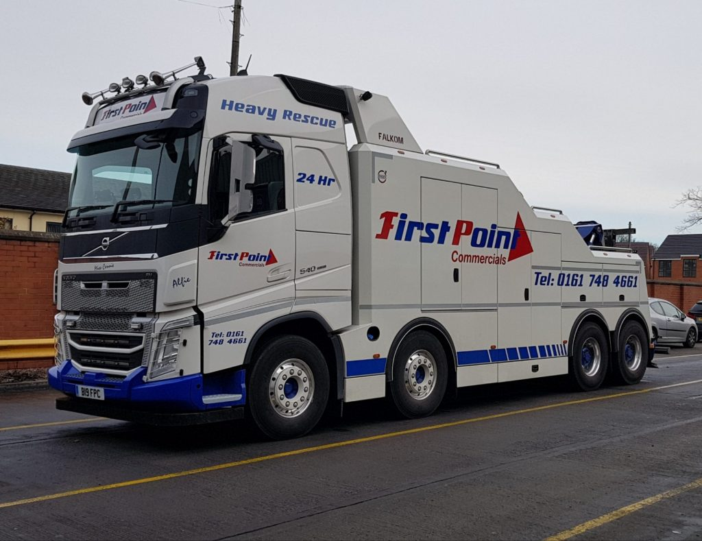 heavy recovery breakdown hgv truck and trailer volvo falkom