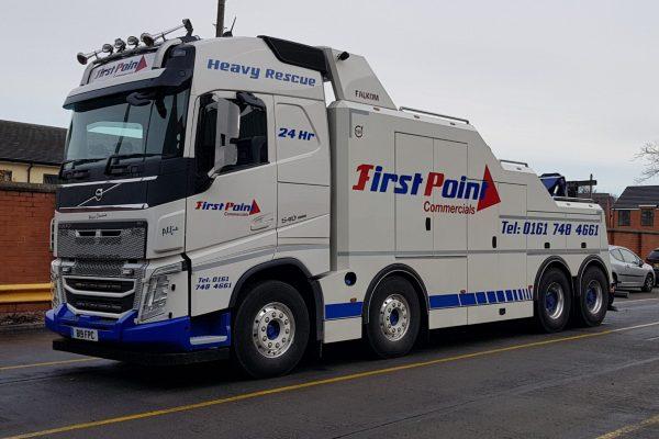 heavy recovery breakdown hgv truck and trailer volvo falkom